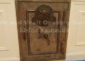 Old milners safe discovered in Paris opened by Jason Jones, Key Elements