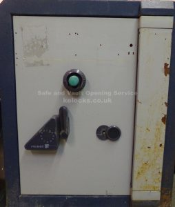 Fichet Bauche safe with lost keys and combination opened by Jason Jones, Key Elements