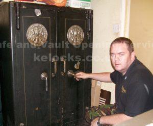 Milner double door safe opened in Essex by Jason Jones, Key Elements