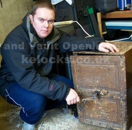 Old iron safe opening by Jason Jones, Key Elements
