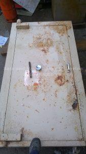 Ex Ministry strongroom door removed by Jason Jones, Key Elements