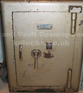 Milner grade safe opened in Essex by Jason Jones, Key Elements