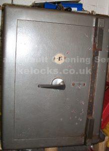 Chubb Leamimgton safe cracked by Jason Jones of Key Elements
