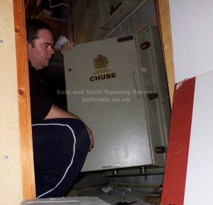 Jason Jones of Key Elements servicing a Chubb safe in London